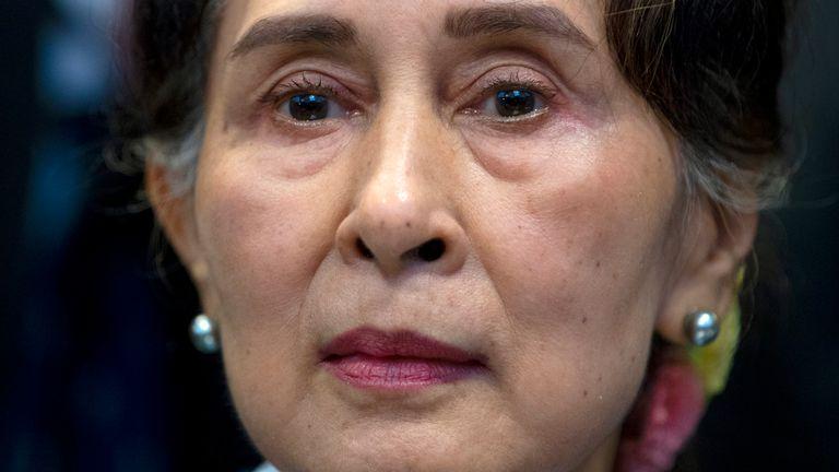 Aung San Suu Kyi a été accusée d'avoir enfreint les lois d'importation et d'exportation