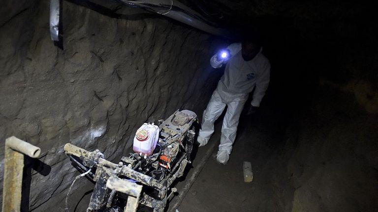 Une moto sur rails a été retrouvée dans le tunnel par lequel El Chapo s'est échappé de prison en 2015