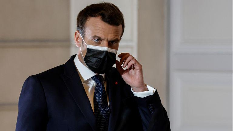 Le président français Emmanuel Macron a déclaré qu'il craignait que les certificats de vaccin ne soient discriminatoires