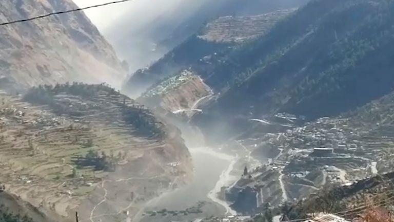 150 personnes qui travaillent dans la centrale électrique sont portées disparues et craignent d'être mortes.  Pic: AP