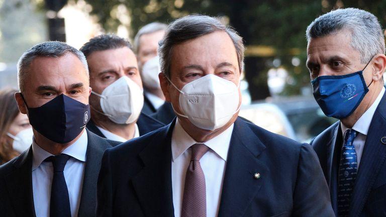 Le Premier ministre italien Mario Draghi (au centre).  Pic: AP