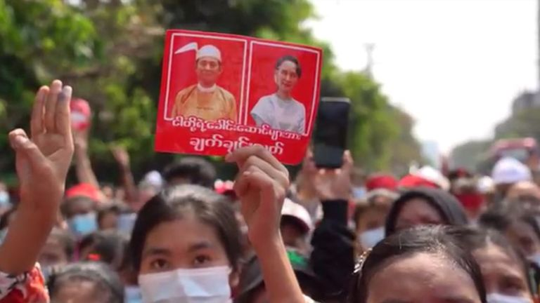 Les manifestants ont appelé à la libération de leurs dirigeants démocratiques, dont Aung San Suu Kyi