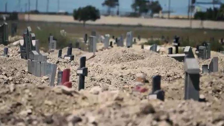 Le cimetière s'est considérablement agrandi depuis juillet dernier