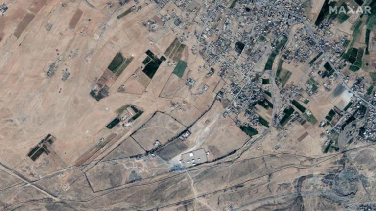 C'est la zone frontalière Syrie / Irak ciblée par les frappes aériennes américaines.  Photo: © 2021 Maxar Technologies