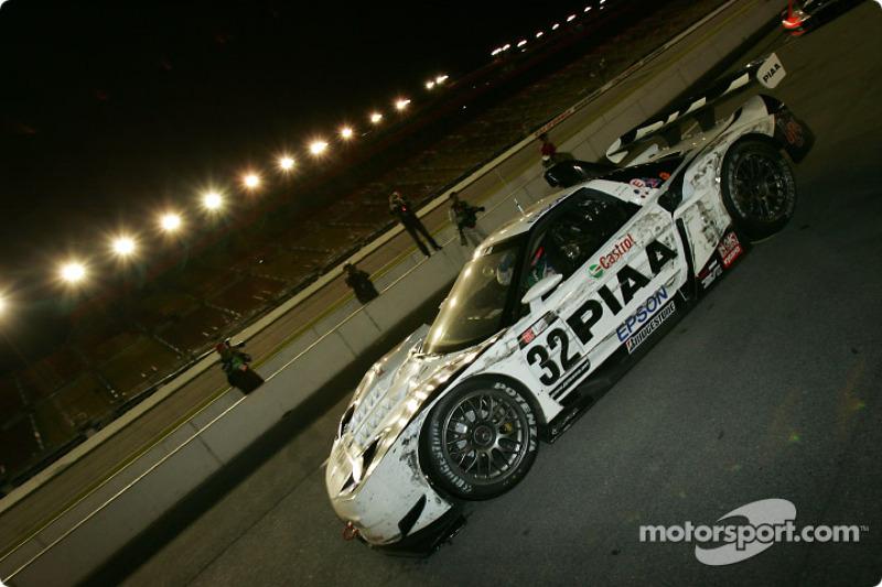 # 32 Epson NSX: Tsugio Matsuda, Andre Lotterer, la voiture gagnante (avant 60 secondes de pénalité) arrive sur la voie des stands