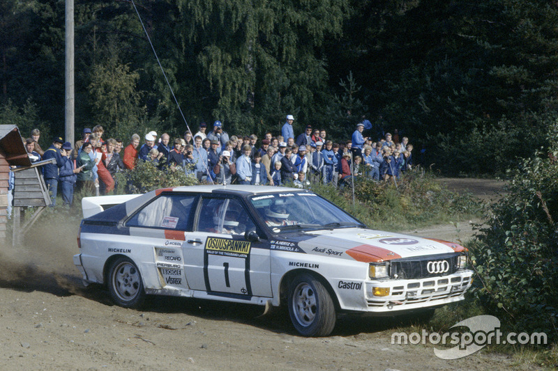 Hannu Mikkola, Arne Hertz et Audi Quattro en route vers la victoire aux 1000 lacs en 1983, l'année où ils ont remporté le championnat.