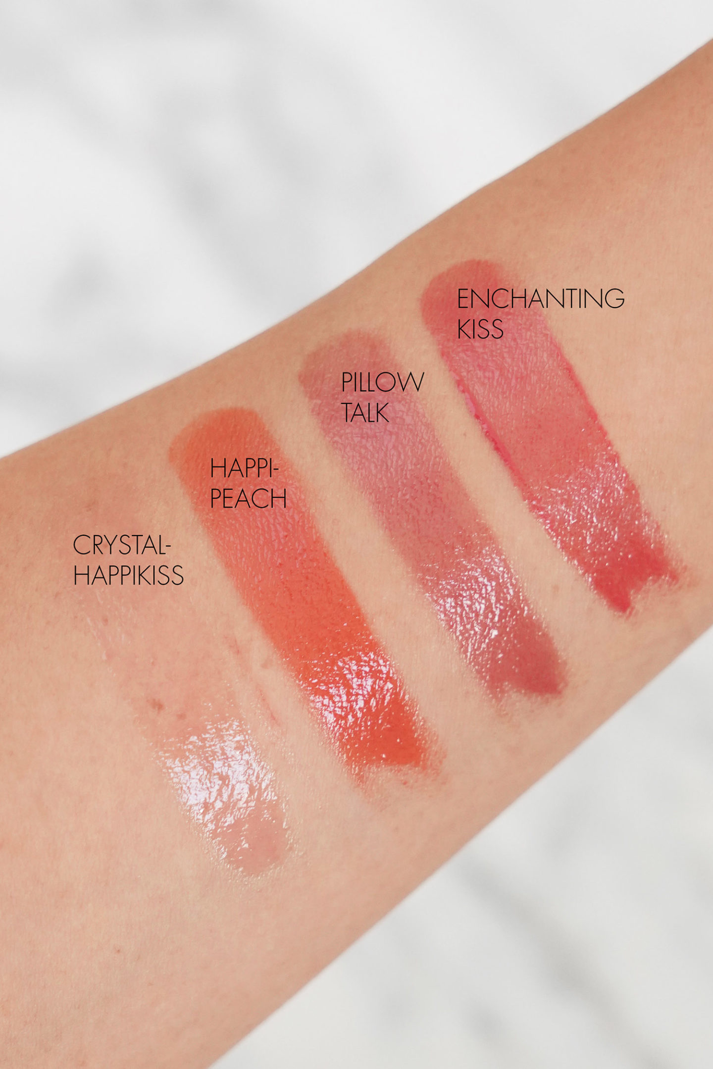 Charlotte Tilbury Hyaluronic Happikiss Lipstick Baumes Swatches