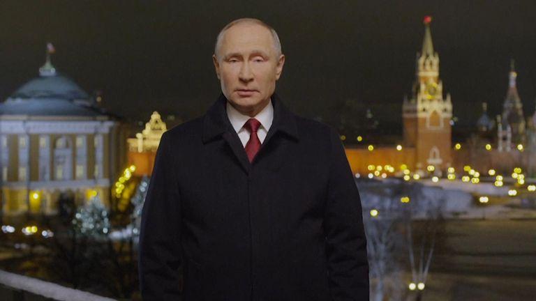 Vladimir Poutine a souhaité à ses compatriotes une nouvelle année plus radieuse malgré les épreuves de la pandémie.  (Photo: AP)