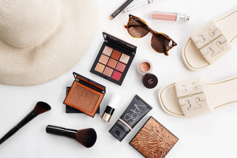 Choix de maquillage en bronze tendre de NARS, Dior, Hermes