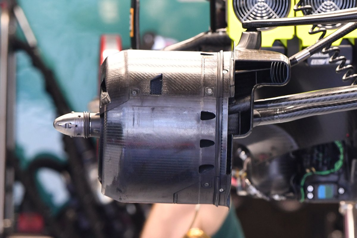 Détail du conduit de frein avant de l'Aston Martin AMR21
