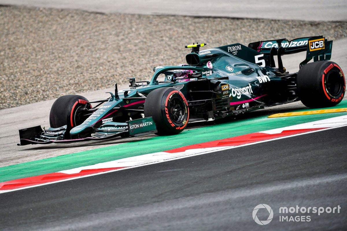 Sebastian Vettel, Aston Martin AMR21, court large